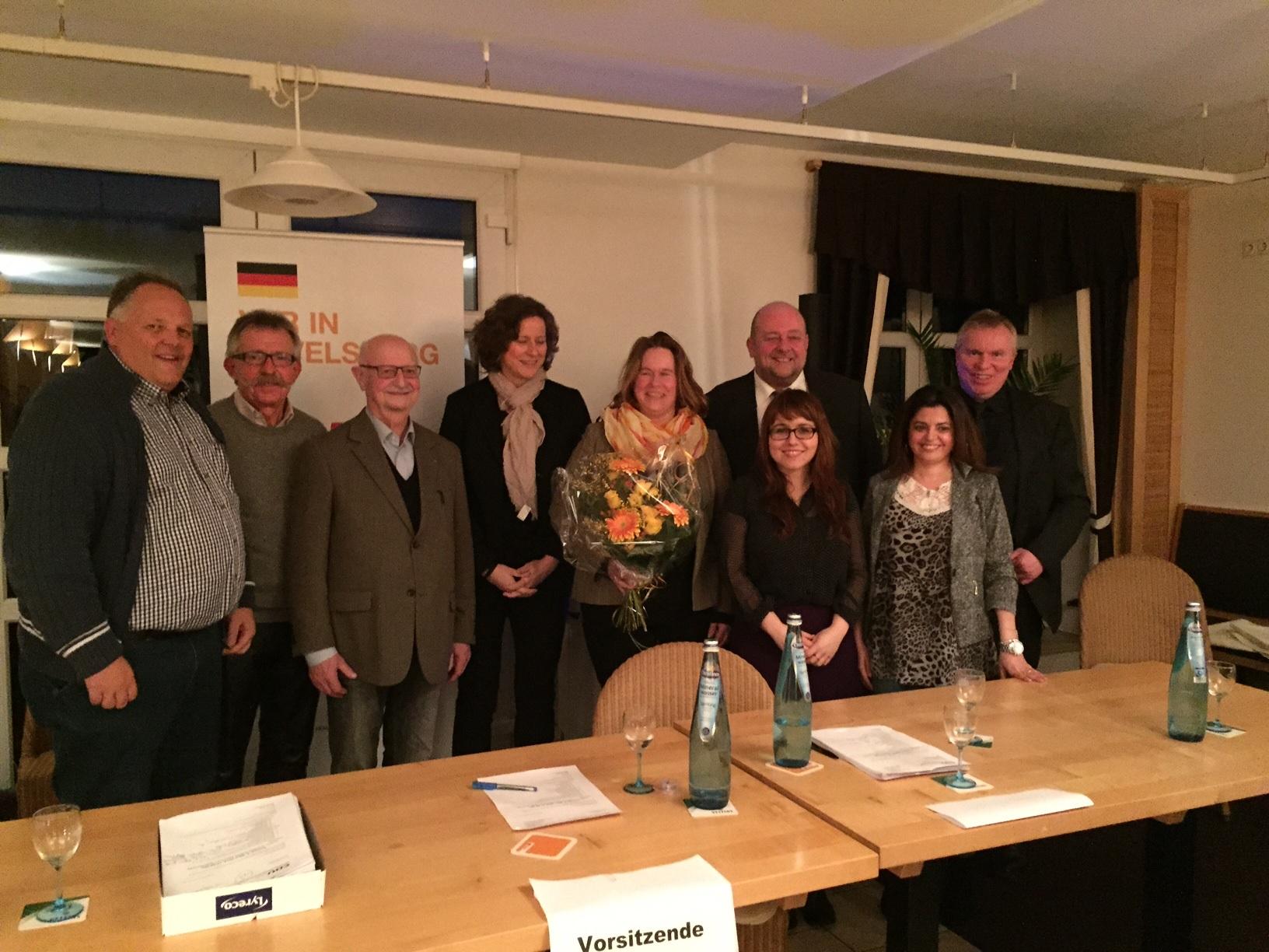 Bild: Landratskandidatin Babett Bolle im Gespräch mit Karl-Josef Laumann